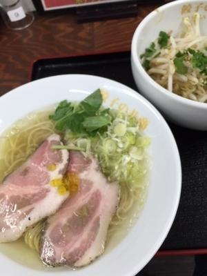 「白トリュフ薫る素湯麺 900円+プチニラ(サービス)」@餃子の並商の写真