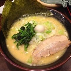 横濱家系ラーメン 吟家 実籾店の写真