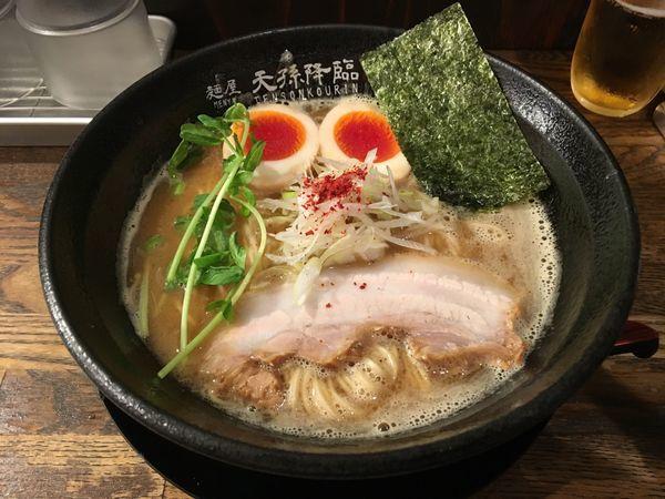 「天降らーめん味玉830醤油」@麺屋 天孫降臨の写真