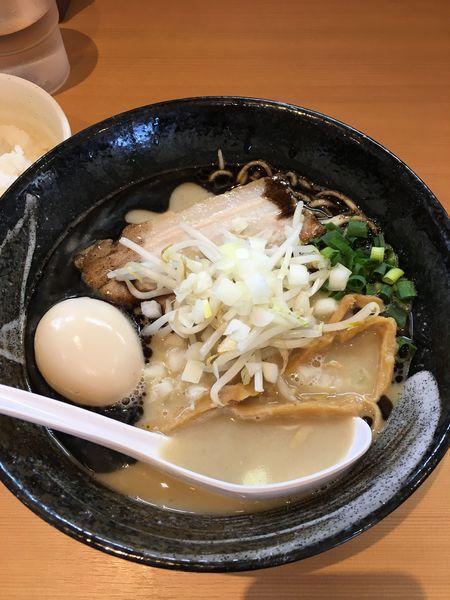 「とりそば黒 味玉トッピング」@麺堂 稲葉の写真