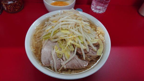 「小豚 少な目 ニンニク少し 生卵」@ラーメン二郎 神田神保町店の写真