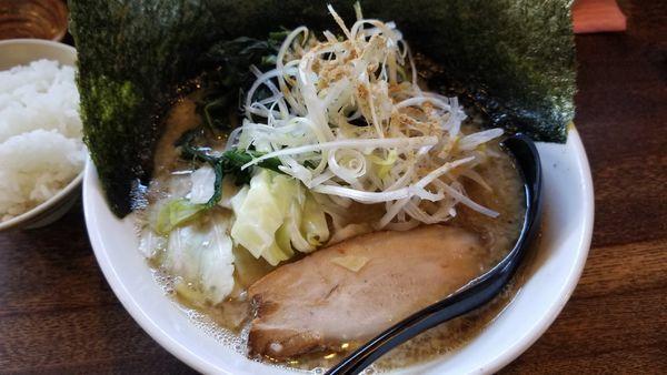 「ぶうとと 太麺 海苔 ほうれん草トッピング」@信州麺屋 とんずらの写真