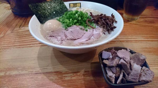 「博多ラーメン+味玉+端っこチャーシュー @950円」@濃菜麺 井の庄の写真