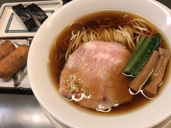 「背脂らぁ麺+焼きさば寿司+いなり寿司」@らぁめん登里勝の写真