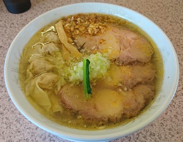 「塩味ネギチャーシューワンタンメン(1180円)」@ラー麺専門店 こしがやの写真