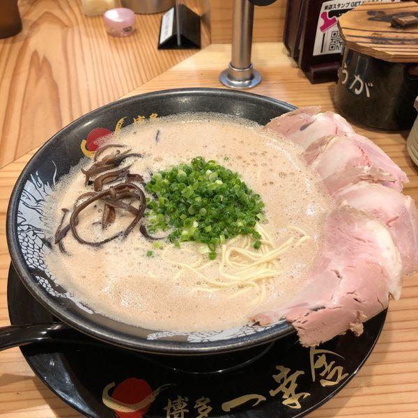 「チャーシュー麺+替玉」@博多一幸舎 総本店の写真