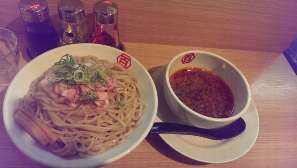 「醤油肉汁つけ麺、旨辛」@百年本舗 秋葉原総本店の写真