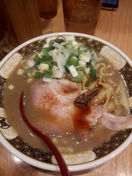 「すごい煮干ラーメン 追加ねぎ」@すごい煮干ラーメン凪 池袋西口店の写真