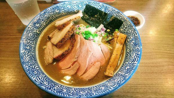 「チャーシュー極上濃厚煮干しそば+海老辛味」@煮干しつけ麺 宮元の写真