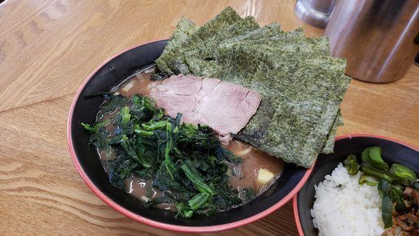 「のり・ほうれん草ラーメン850円」@麺家 紫極の写真